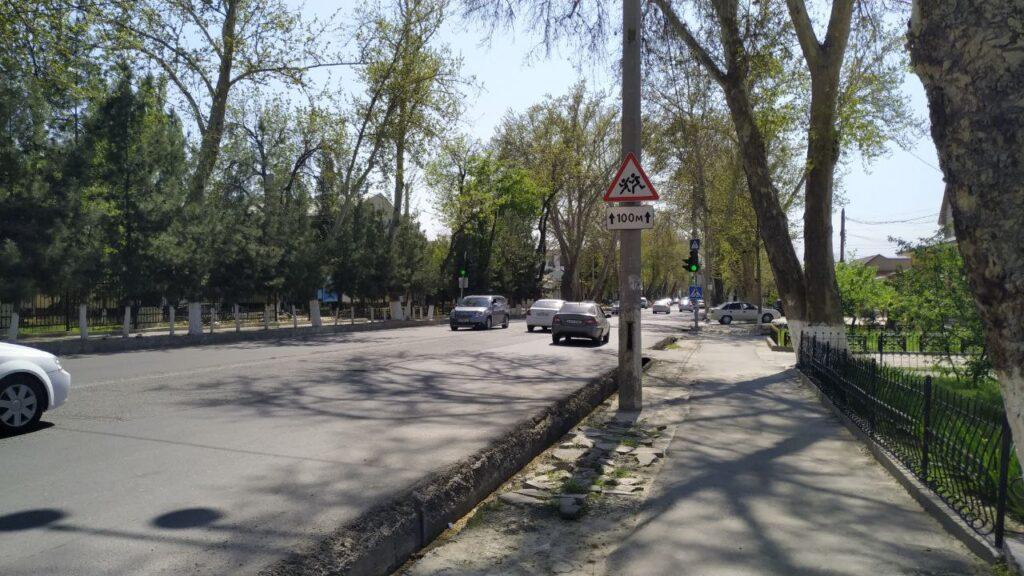 Памятник на дороге